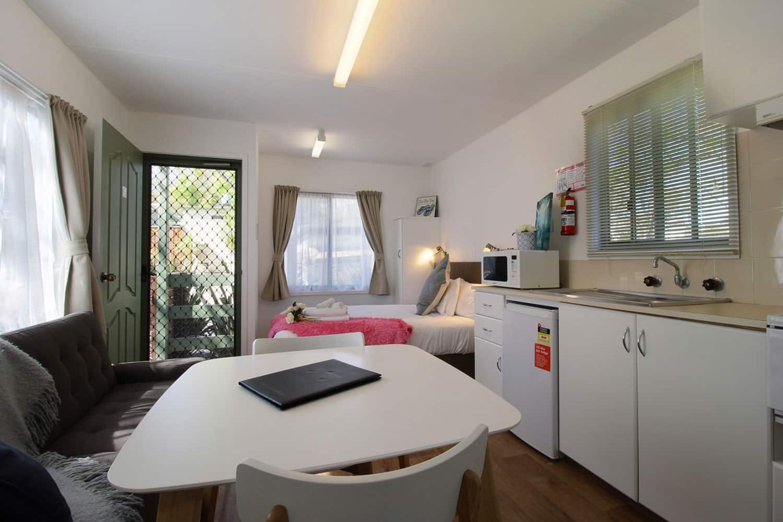 cabin 2 kanasta caravan park. Black Bedroom Furniture Sets. Home Design Ideas