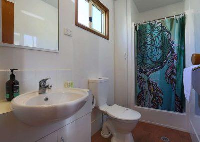 Kanasta Caravan Park Cabin 3 Bathroom
