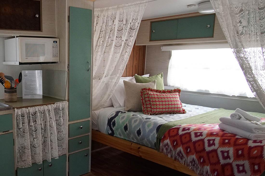polly anna kanasta caravan park. Black Bedroom Furniture Sets. Home Design Ideas