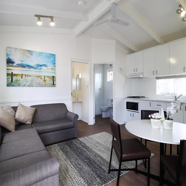 tradies accommodation mornington peninsula kanasta. Black Bedroom Furniture Sets. Home Design Ideas
